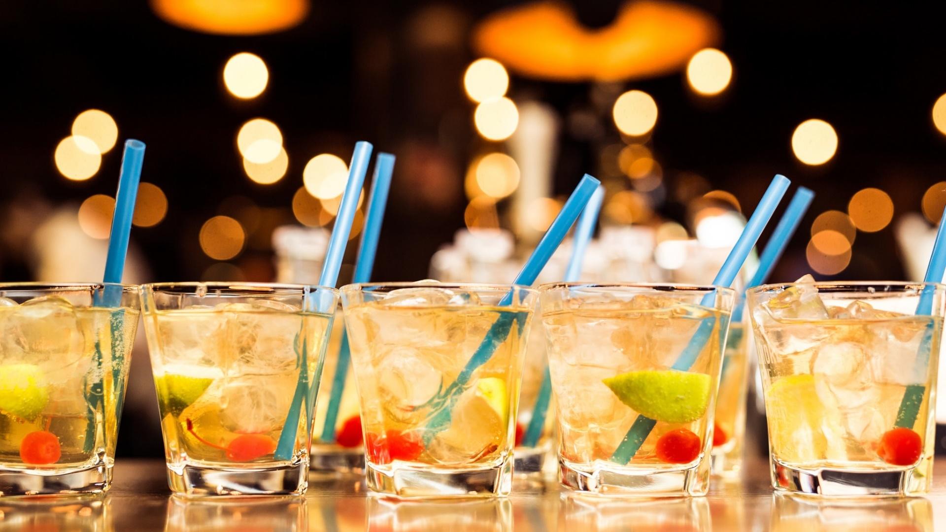 российских картинки с напитками в стаканах городе