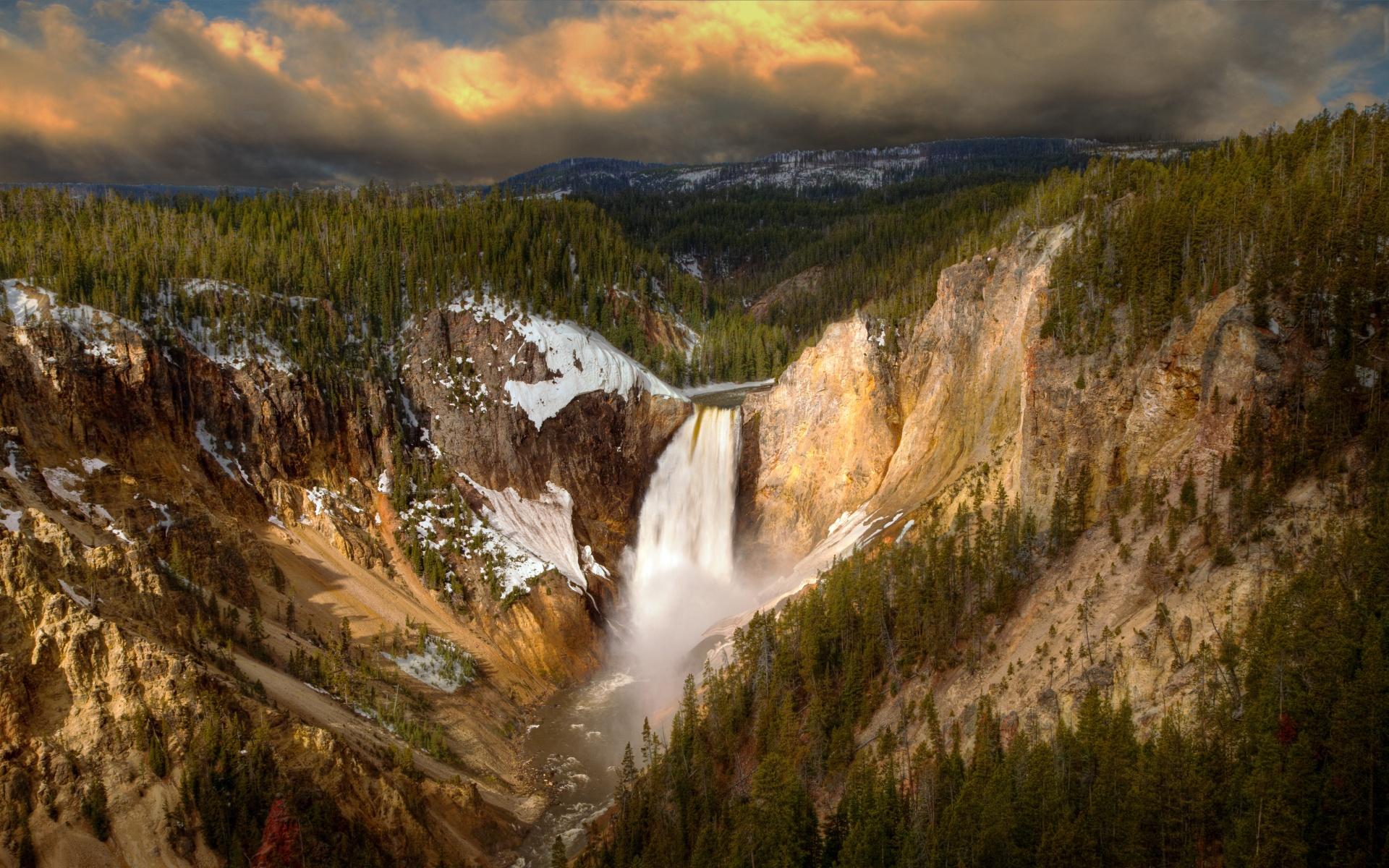 Кончающая водопад в горах застукал жену