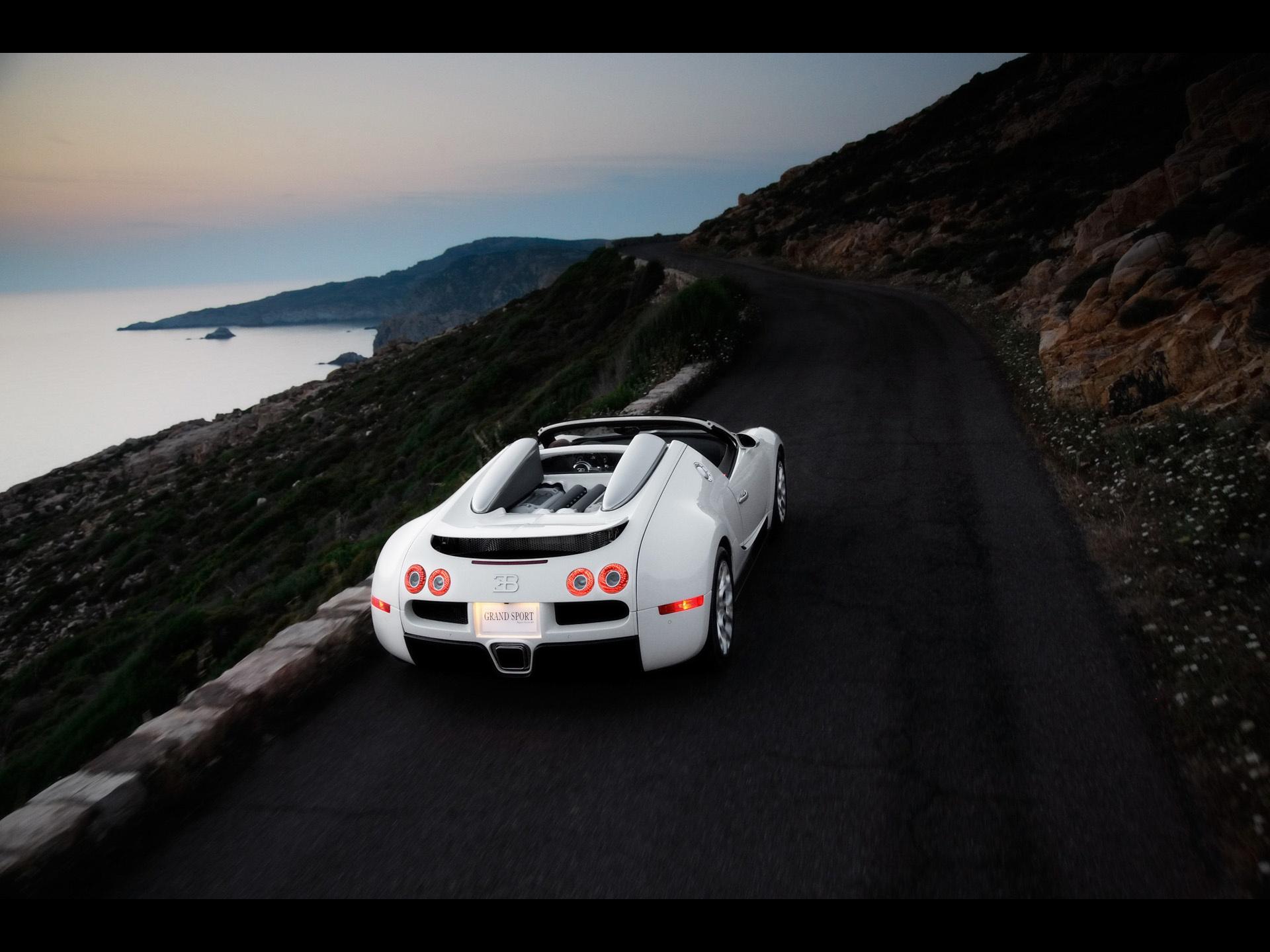 Белый авто на каменистой местности  № 214553 без смс