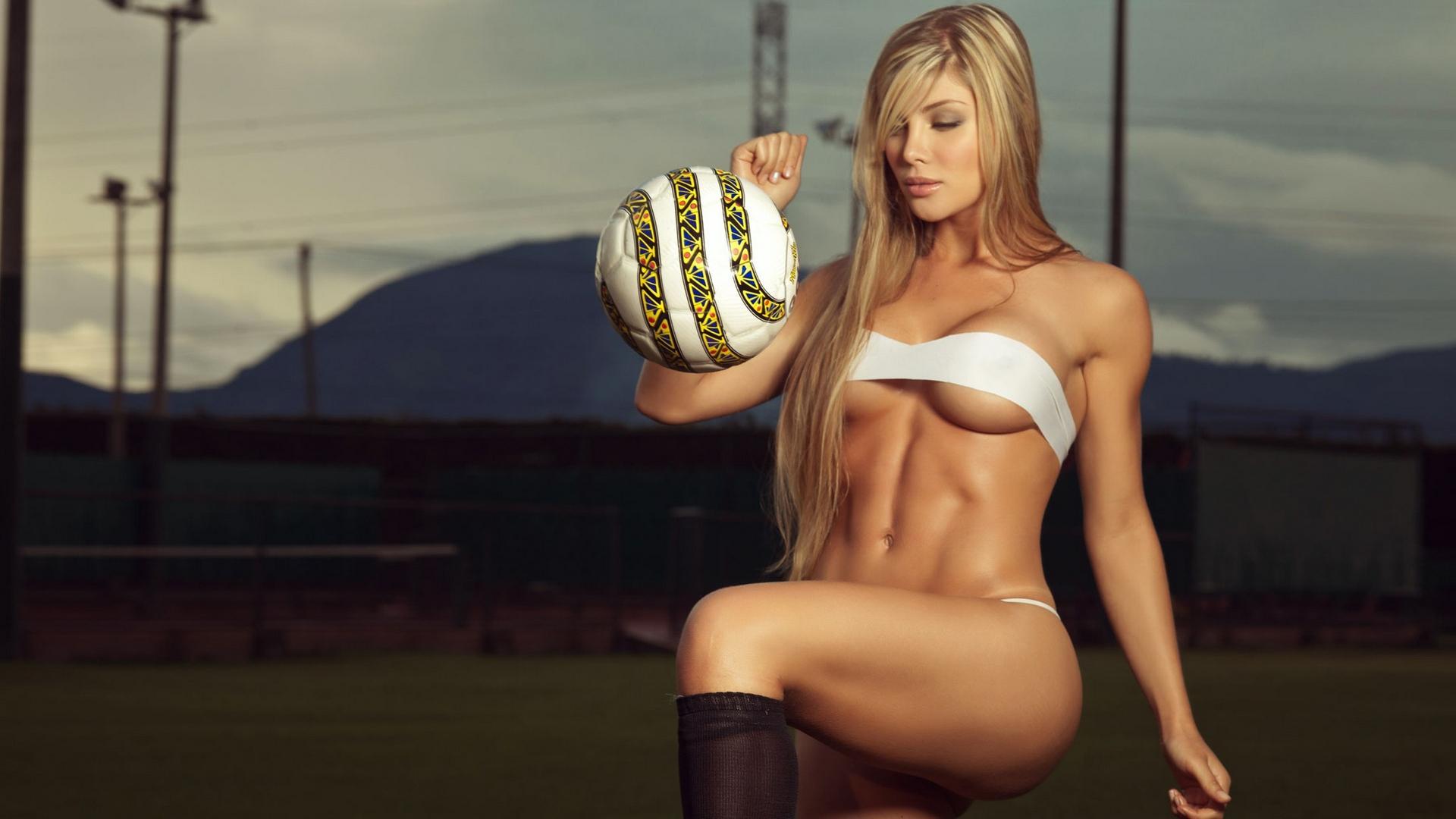 сексуальные телки и футбол согласна