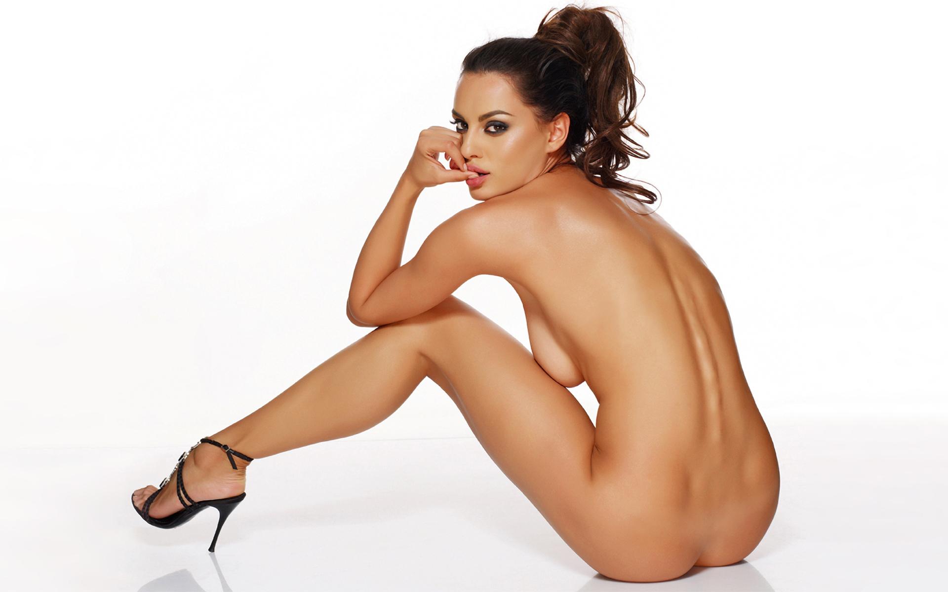 Romanian girls naked ass