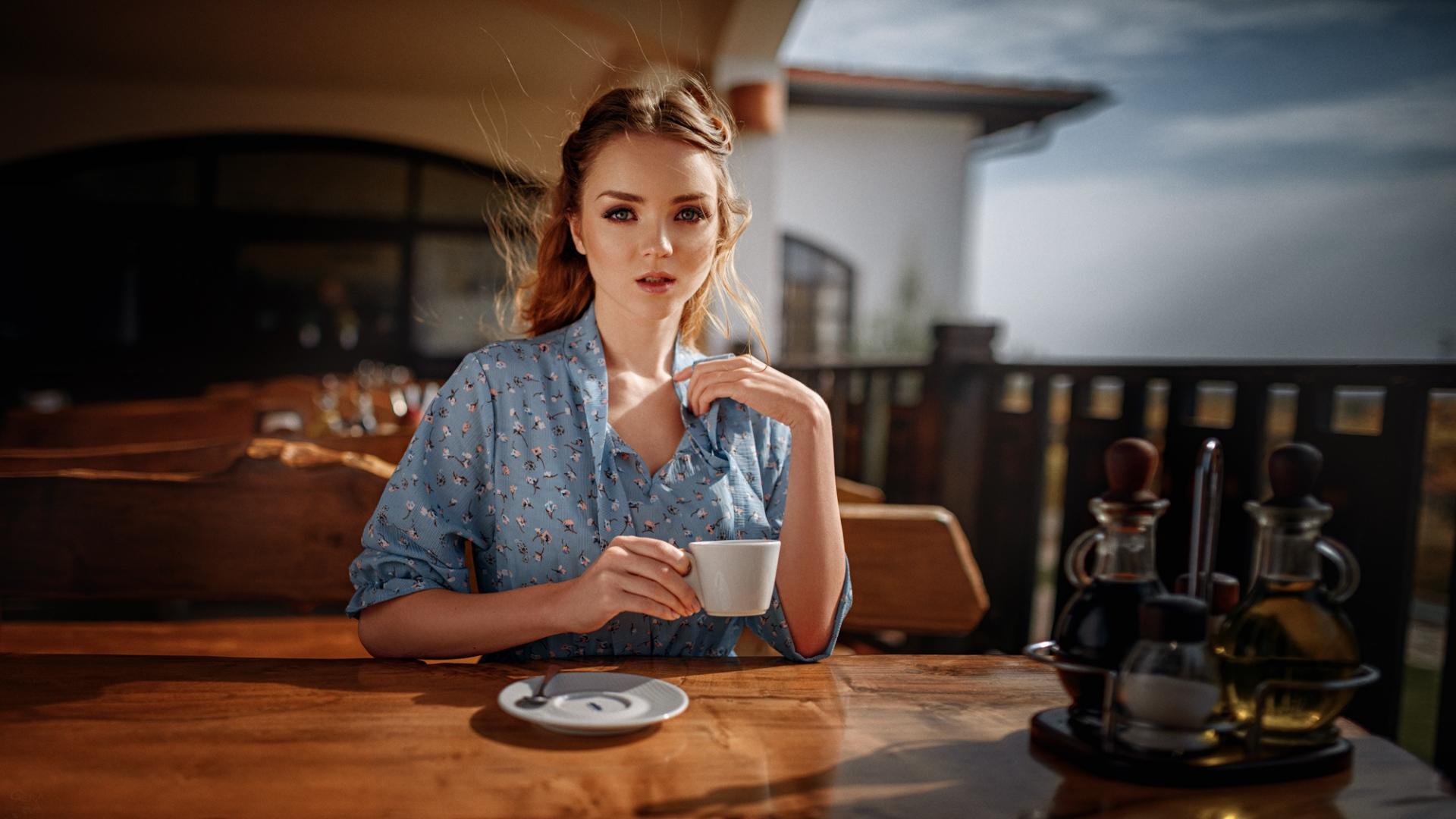 Девушки в кафе в картинках