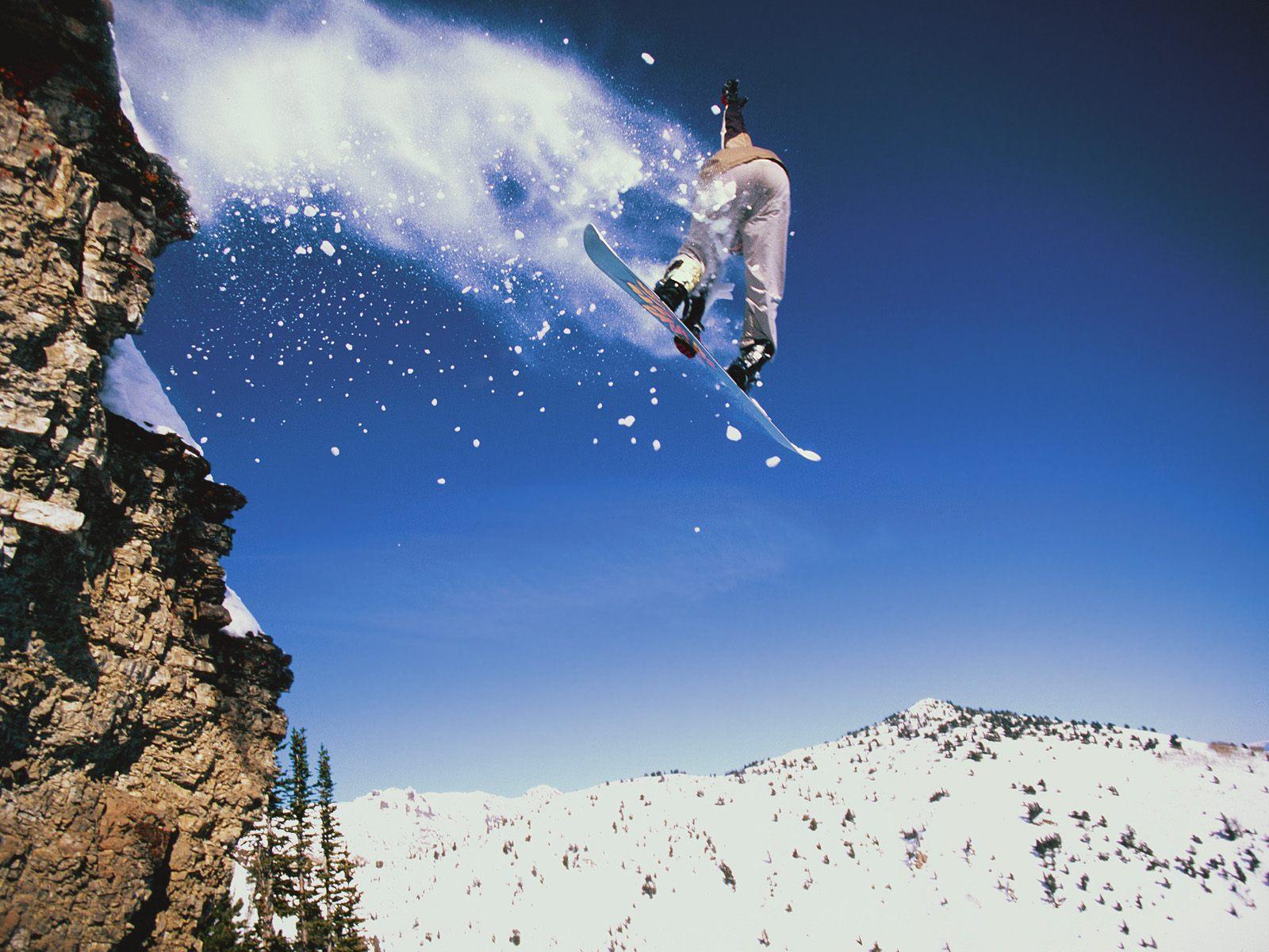 сноубордист в прыжке бесплатно
